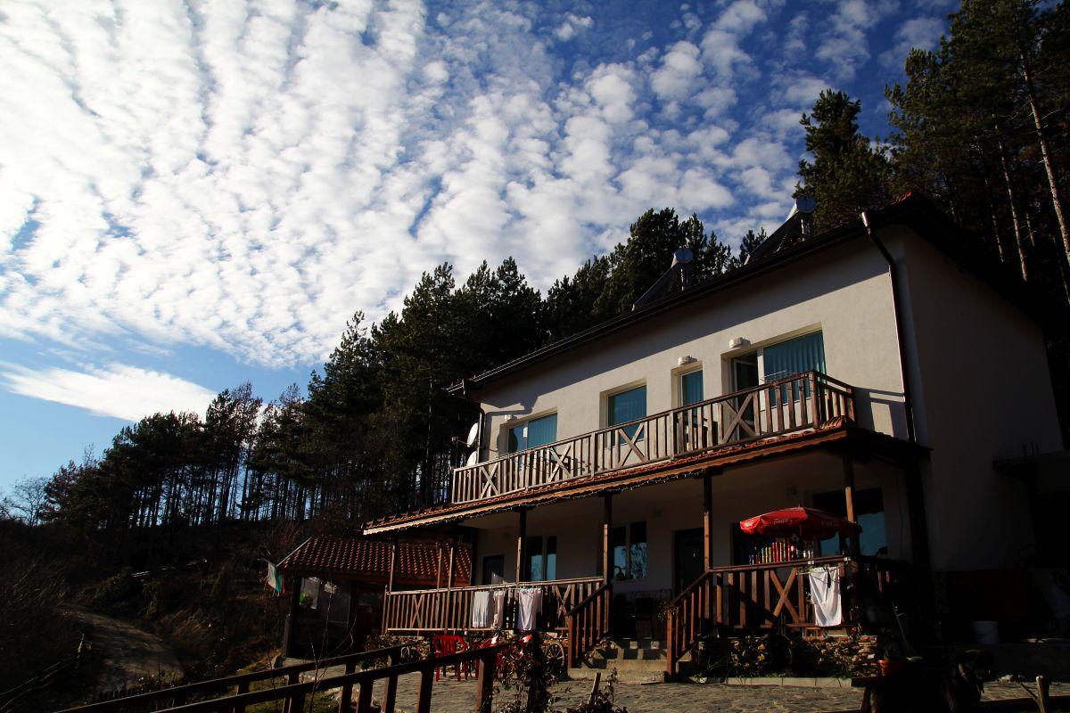 Къща за гости КАЗАБЛАНКА СТАРА-КРЕСНА и ОЩАВА